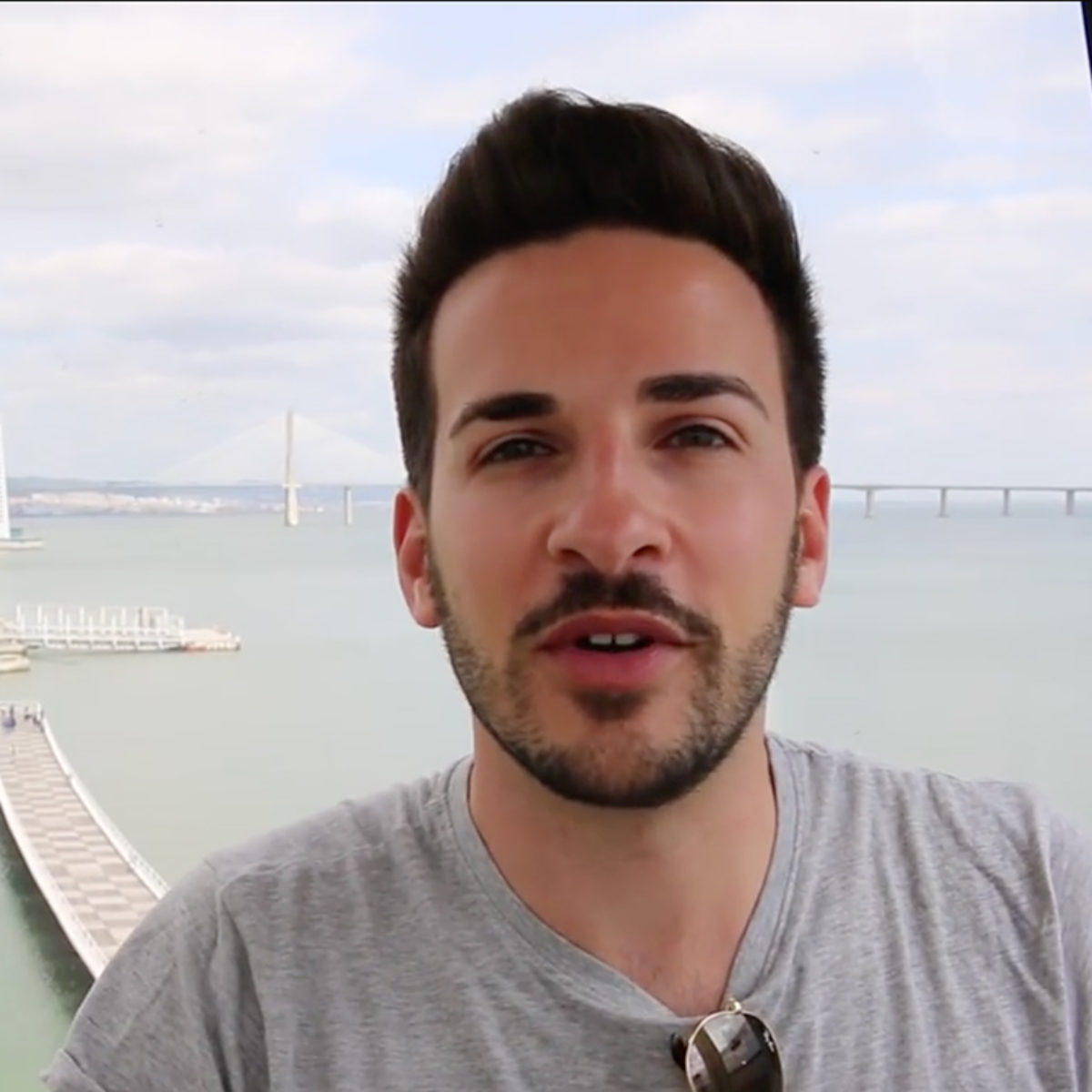 Marco in a Box - youtuber talking about his experience in Lisbon
